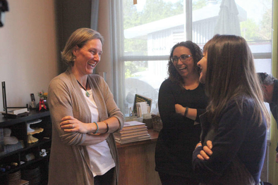 Leslie Simmons Vanessa Colombo and Joanna laughing